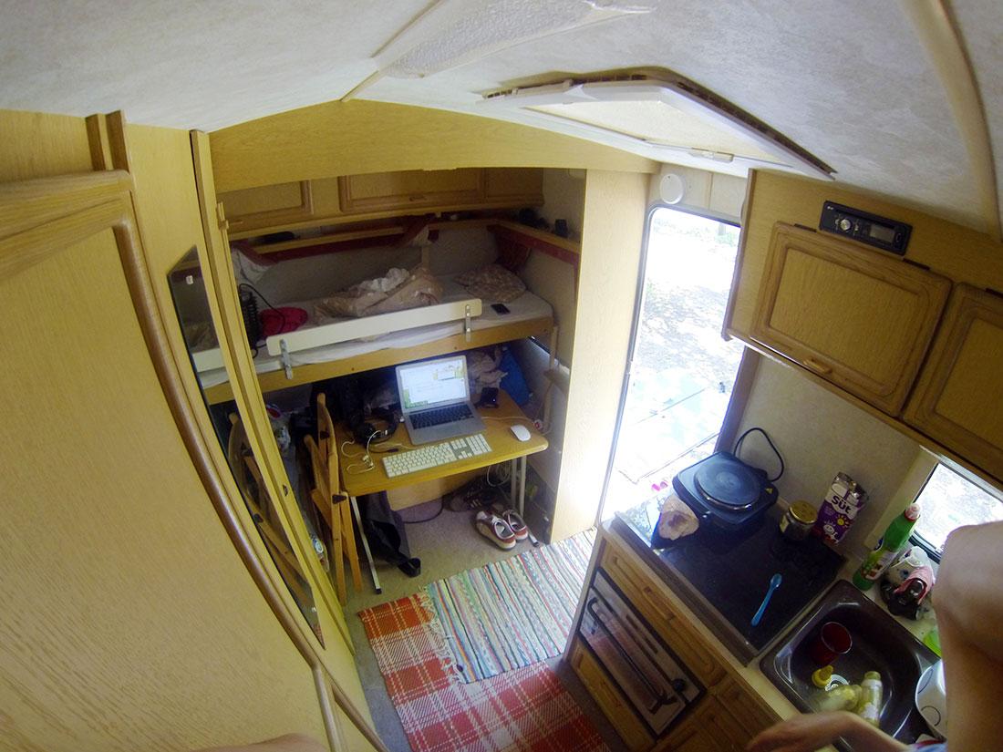 Kancelář v karavanu, autor: Víťa Válka
