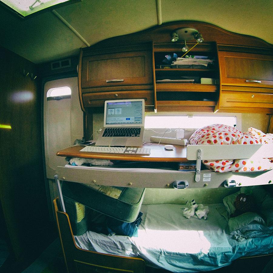 Pracovní místo v karavanu, autor: Víťa Válka