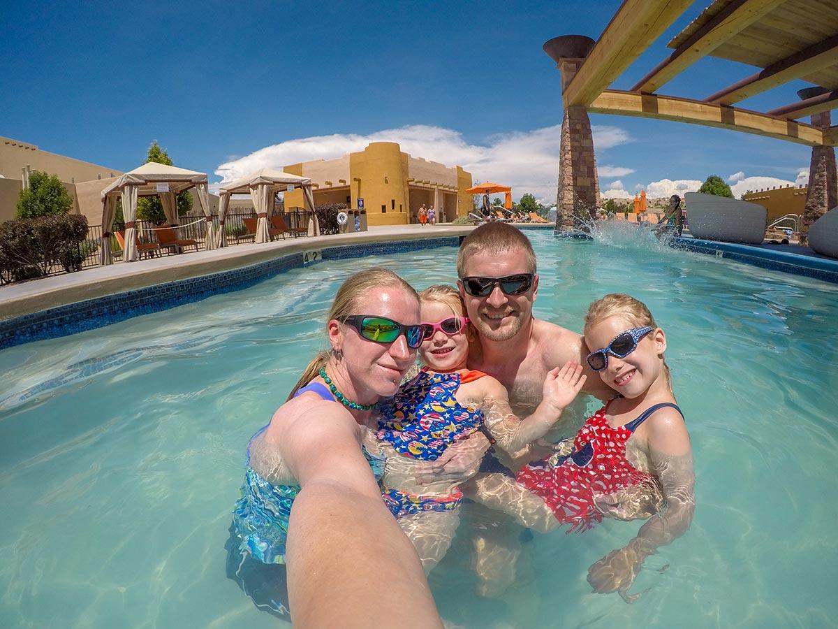 Ze Strahova do NASA – rodinná pohoda v bazénu